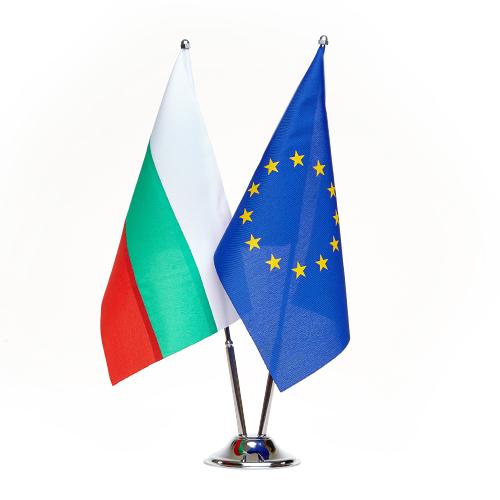 Двойна настолна стойка от хром-никел със знамена на България и ЕС с размер 16/22 см. модел 1