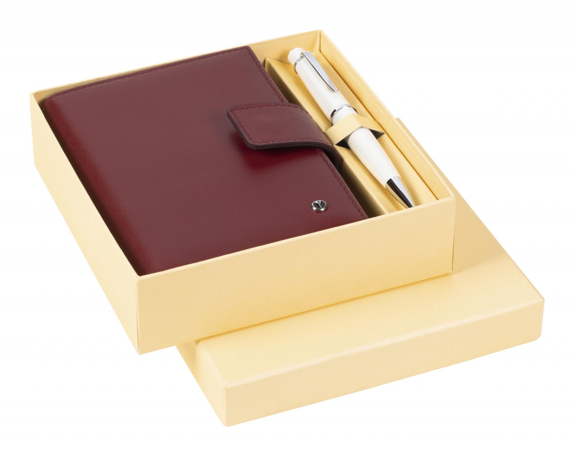Подаръчен комплект химикалка 62 Chic White & Leather Pocket Organizer Claret Red  DR 3202-C3 / 2, модел 78416